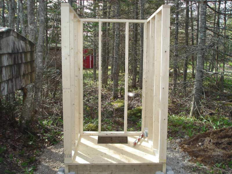 Как построить туалет на даче с цементрым фундаментом и деревянным каркасом