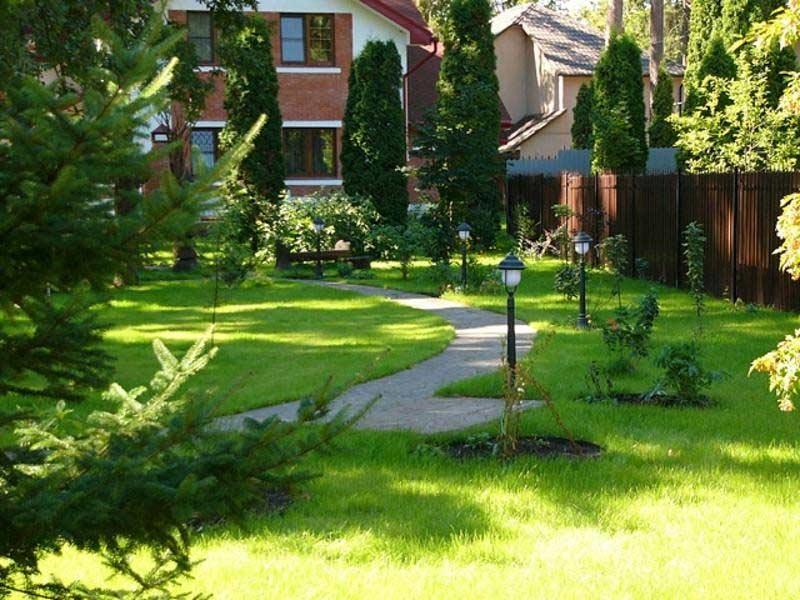 Ландшафт загородного дома при покупке участка с постройками