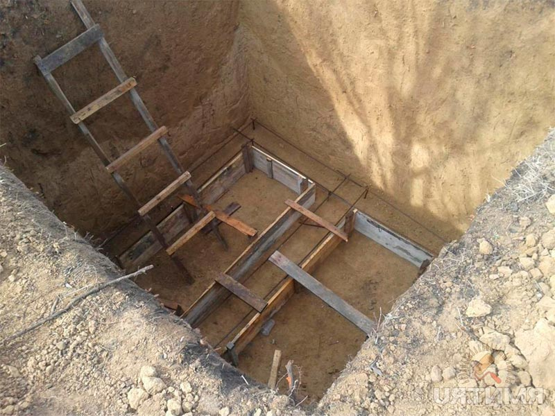 Туалет в загородном доме и организация выгребной ямы