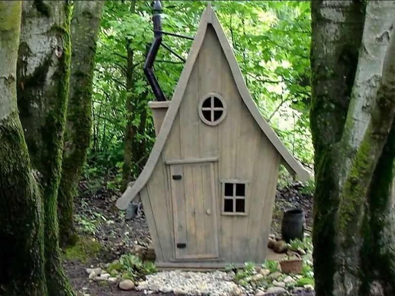 Туалет в загородном доме и интересное сказочное исполнение