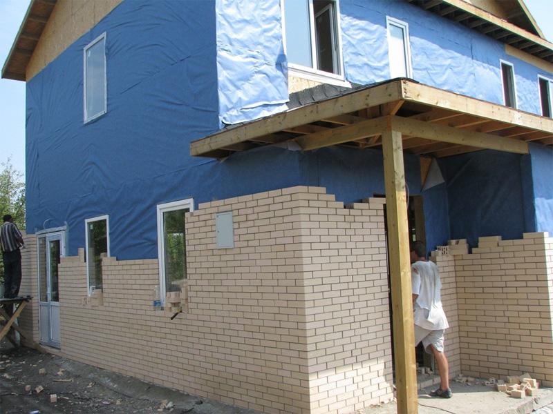 Внешняя отделка домов из бруса и облицовка кирпичной кладкой