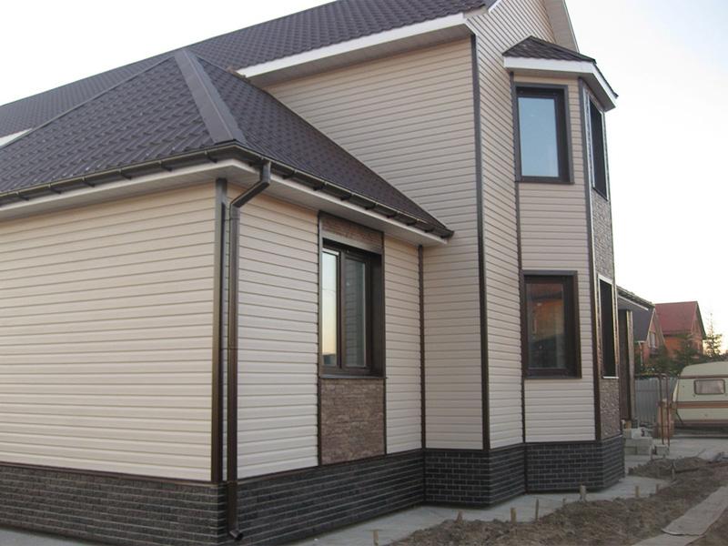Внешняя отделка домов из бруса с применением сайдинг панетлей