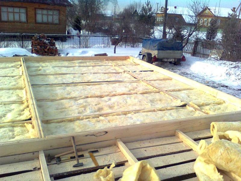 Полы в доме из бруса и утепление специальным материалом