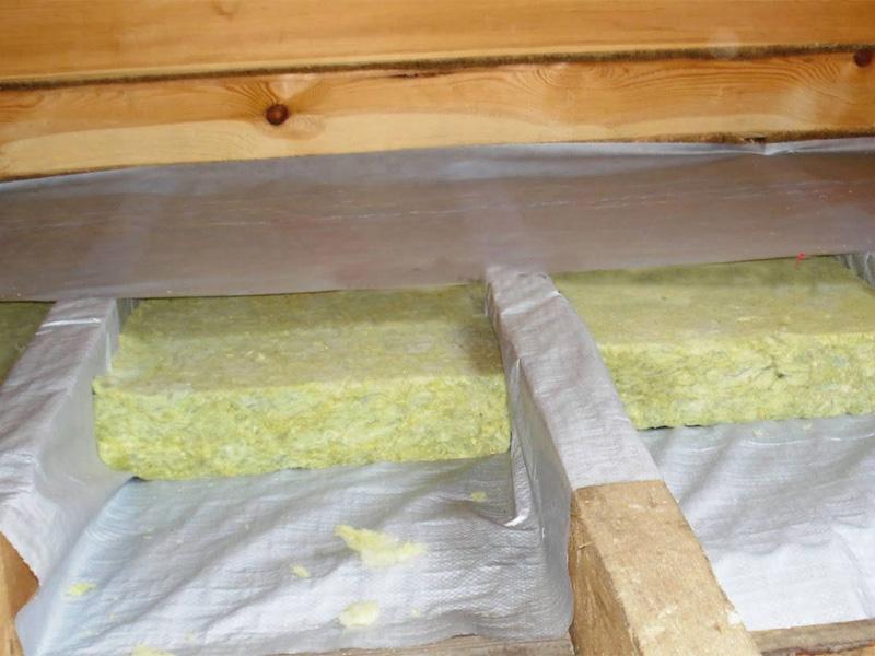 Полы в доме из бруса и выбор утепляющего материала