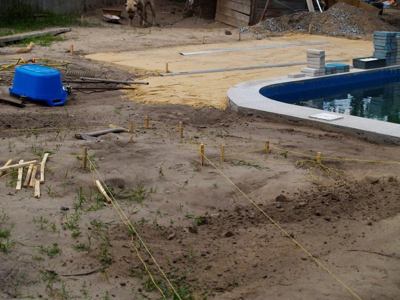 Дорожки на дачном участке и подготовка поверхности под укладку плитки