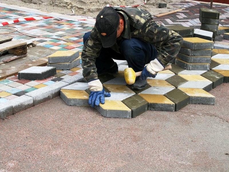 Дорожки на дачном участке и правила укладки тротуарной плитки
