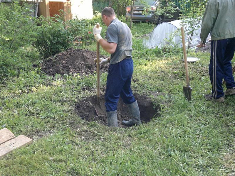 Вырыть колодец на даче и самостоятельное выкапывание ямы