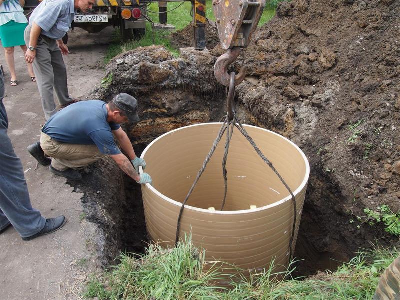 Вырыть колодец на даче и установка колец будущего строения